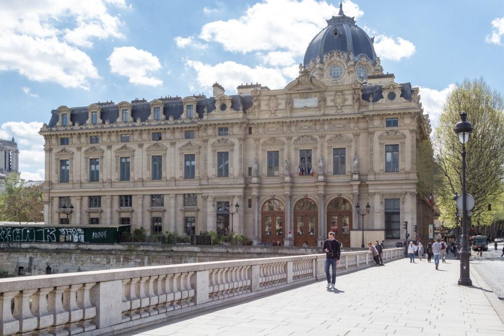 Le tribunal de commerce de Paris veut des moyens